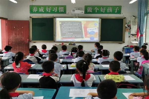 井研县研城小学校开展禁毒系列活动