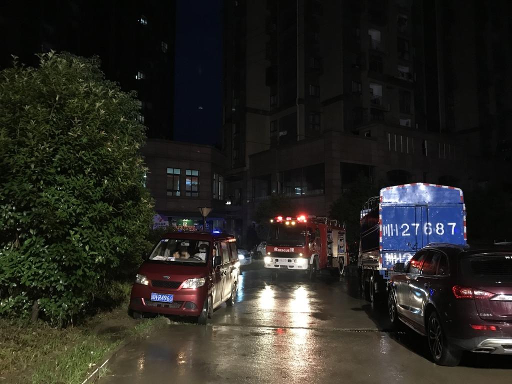 广元城区一小区凌晨突发火灾 大量居民被困