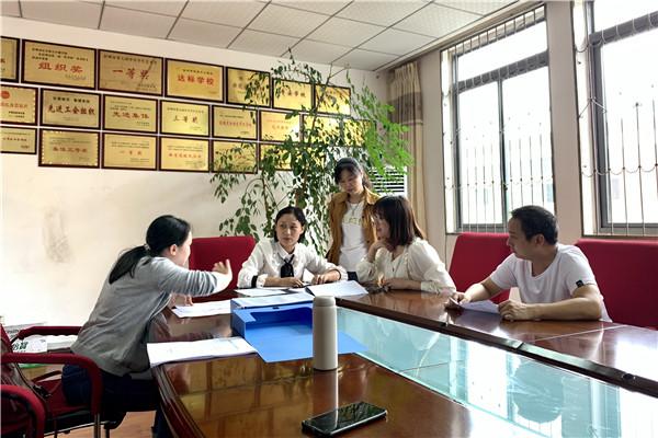 彭州市特殊教育资源中心教师到普校开展随班就读科研工作