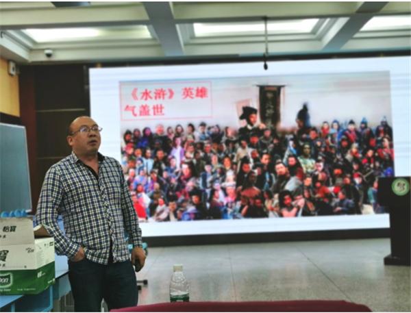 成都西北中学实验学校语文组举办第一期阅读分享会