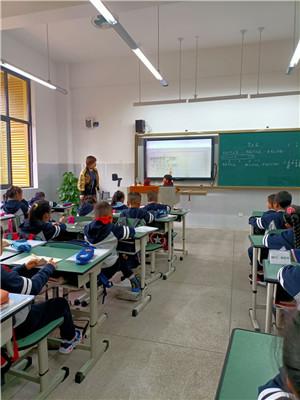 成都市站东小学数学组开展公开课听课评课教研活动