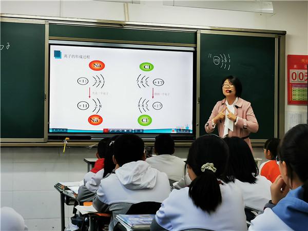 成都市文翁实验中学新聘教师汇报课圆满结束