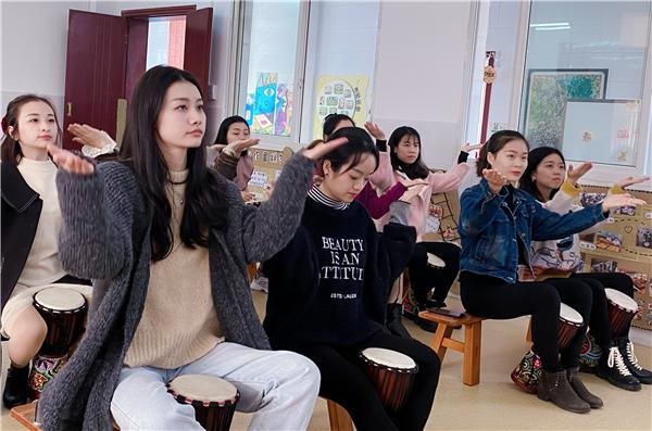 鼓乐童心 师彩飞扬――罗场镇幼儿园教师非洲鼓培训
