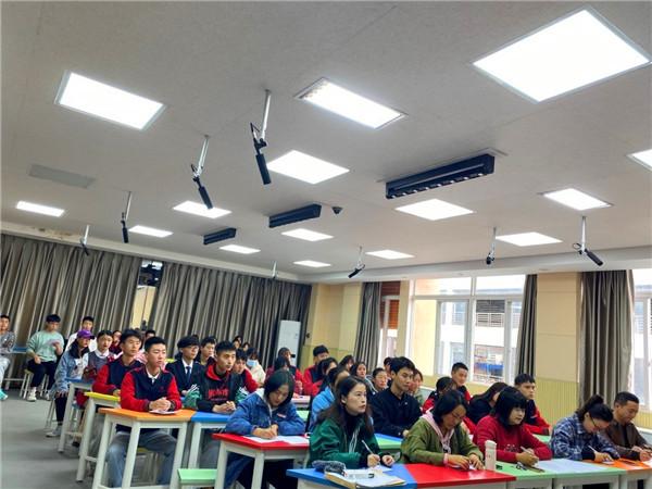 """展青春风采!四川省商贸学校举行""""放飞梦想""""演讲比赛"""