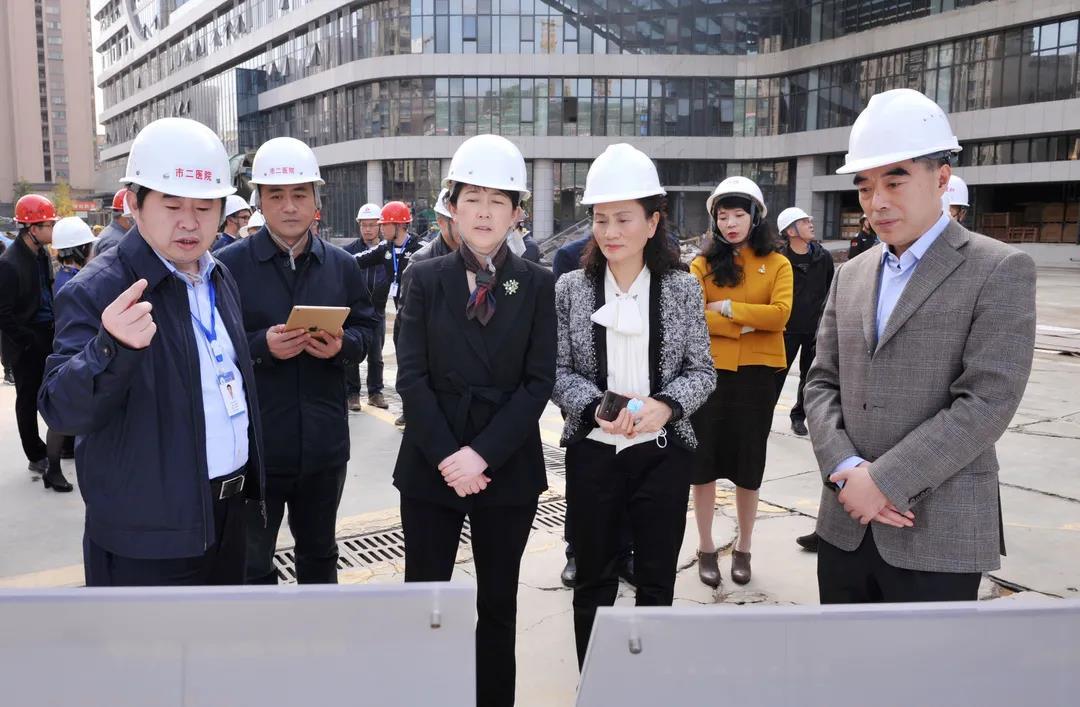 成都市副市长刘筱柳现场调研市二医院龙潭医院建设项目