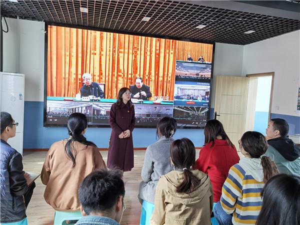 青羊特校组织教师收看中央宣讲团报告会视频