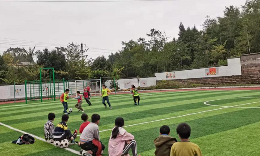 前锋区小井乡小学大力开展足球进校园系列活动