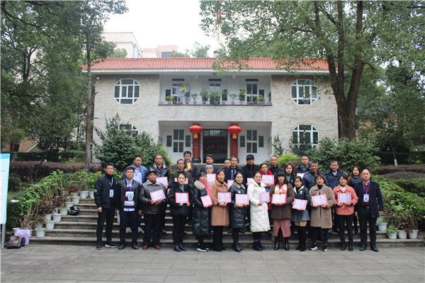 泸县五中召开初2020级、高2020级家委会成立大会暨家长学校培训会