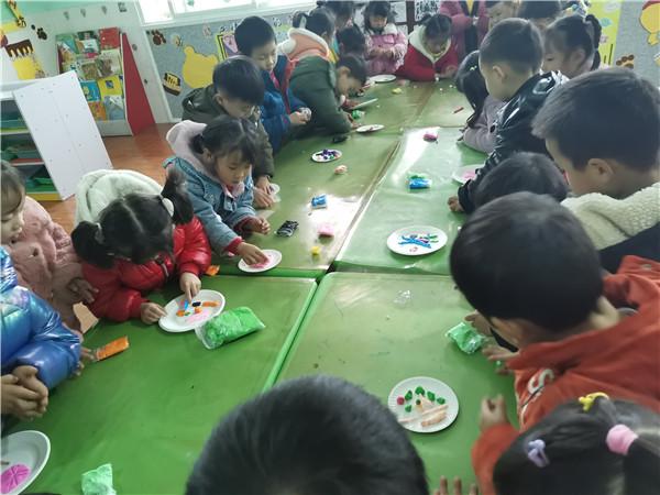 水清幼儿园开展轻粘土手工制作活动
