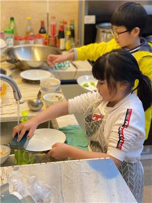 金沙小学:新春佳节好,劳动更添光