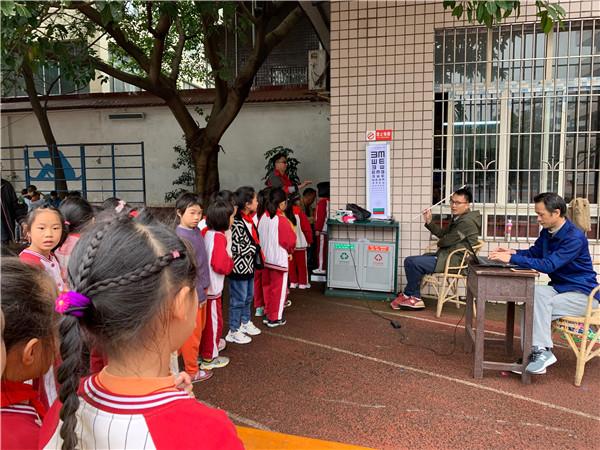 钟灵街小学开展保护儿童青少年视力活动