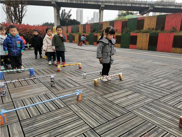 橙乡幼儿园开展幼儿跨栏比赛活动