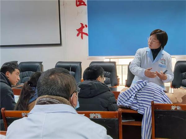 市二医院驻炉霍医疗队开展执医考试技能系列专项培训