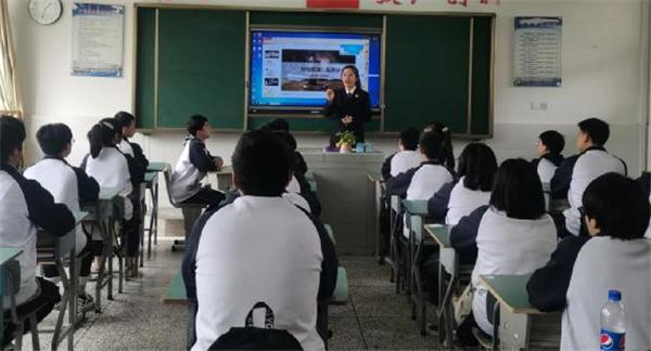 """法治教育进课堂 大邑职高学子对校园欺凌说""""不"""""""