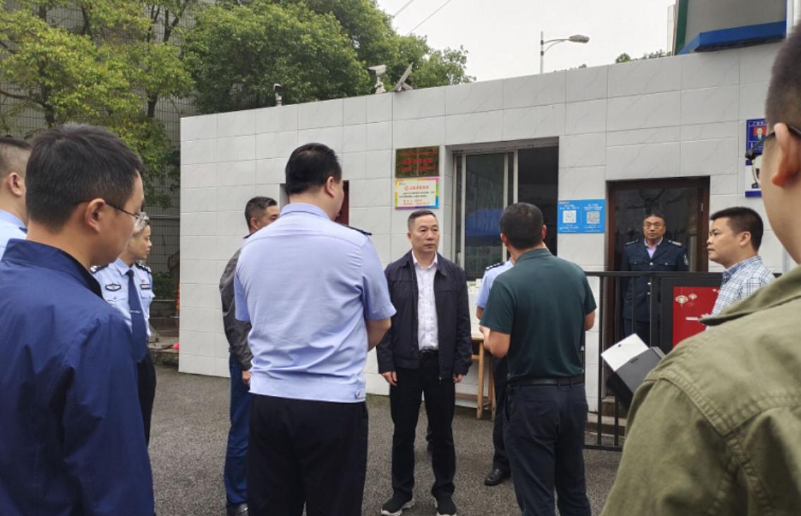 广安市人民政府副市长、市公安局局长钟静到北辰小学调研督导校园安全工作