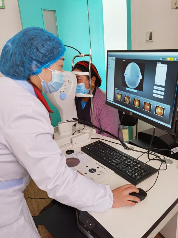 市二医院驻炉霍医疗队指导当地开展眼科新技术
