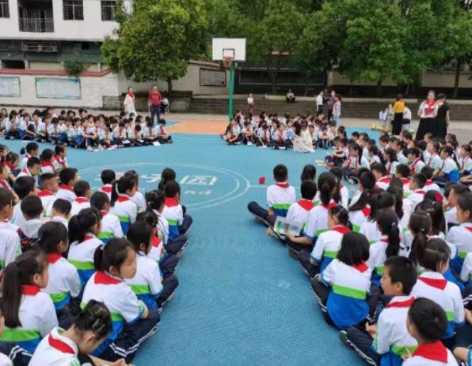 """宣汉县君塘镇学校举行""""红领巾心向党・欢度金色童年""""庆祝活动"""