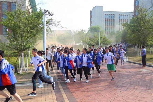 建设平安和谐校园 绵阳富乐国际学校开展消防应急疏散演练