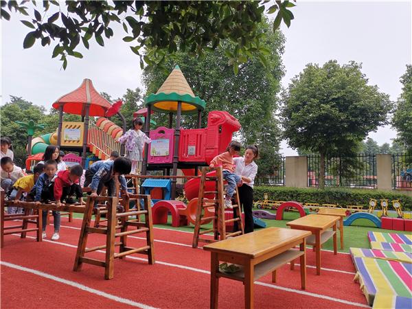 双流区金桥幼儿园教师分层展示教学,示范引领促成长