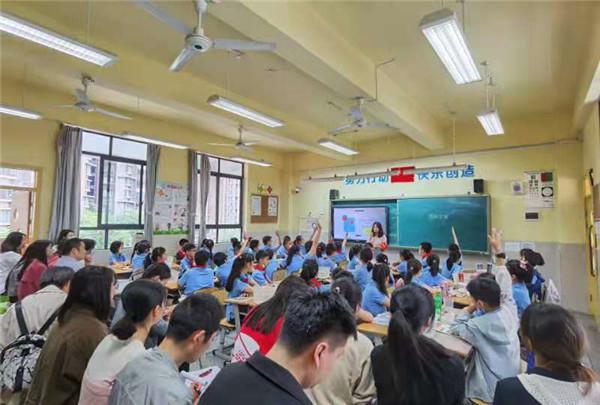 建设路小学科任组青年教师大比武,赛课研课共成长
