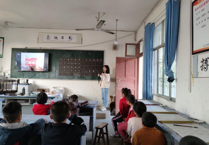 前锋区小井小学弘扬传统文化,深入推进书法进校园活动