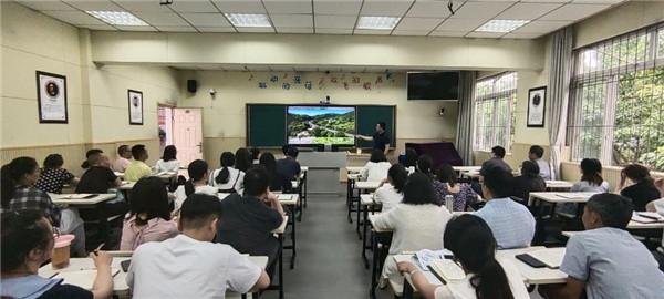 """客家小学组织教师上党课,了解""""成渝铁路建成史"""""""