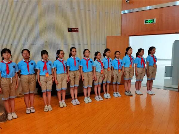 童心向党,绵阳富乐国际学校举行少先队入队仪式