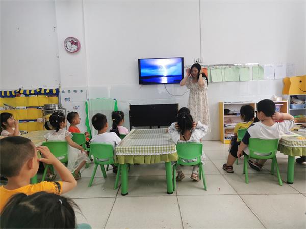 """踏水桥幼儿园开展 """"预防雷电,安全第一""""安全主题教育活动"""
