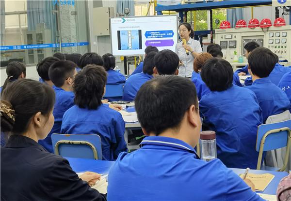 成都石化工业学校化工教研组赴四川理工技师学院教研交流
