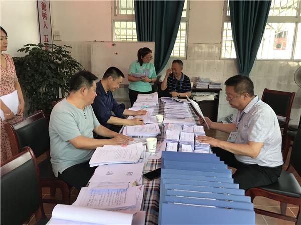 江安县城南学区对怡乐镇学校开展常规督查