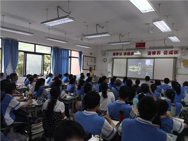 成都三十七中:分享直播教学经验 助推教育均衡发展