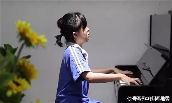 奇迹!广州11岁失明女孩考取英皇钢琴8级