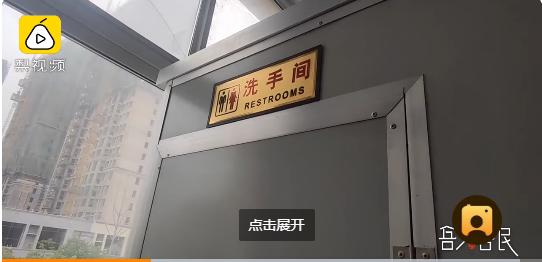 学校为罕见病男孩设专用卫生间